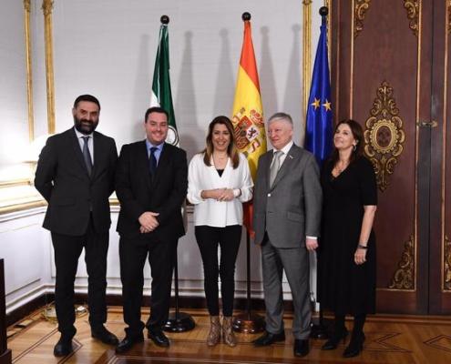 La Junta de Andalucía recibe a Karpov en el Palacio de San Telmo